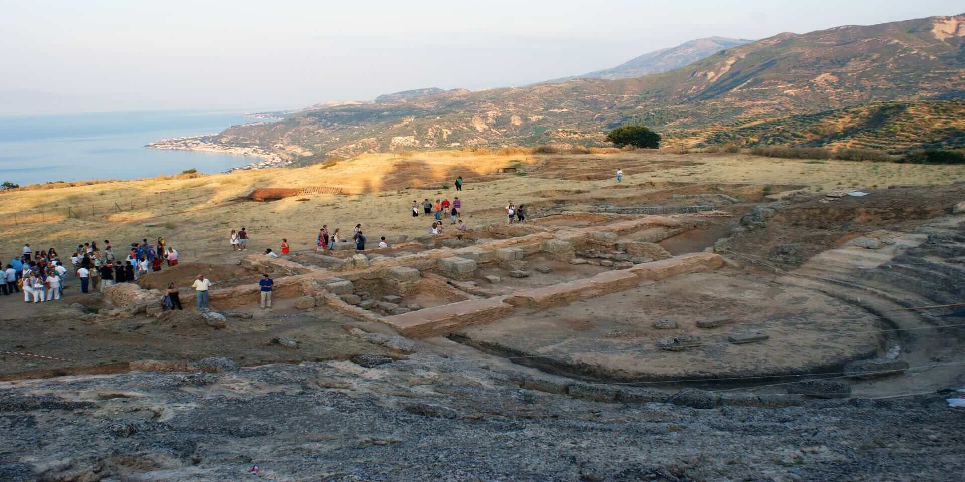 ancient_theatre_de_aigira_a_egialia