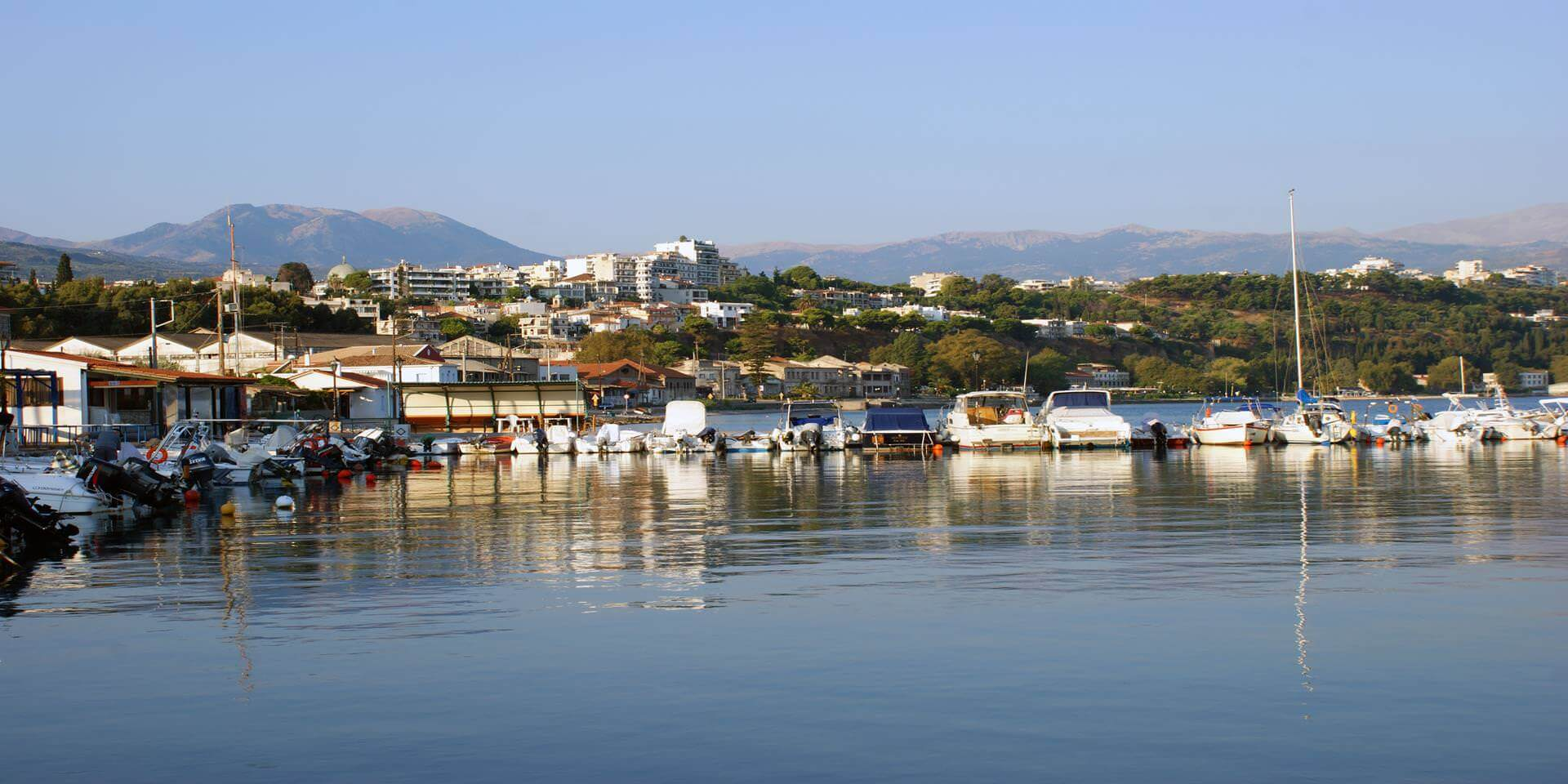 yacht harbour_ of_eghion_in_the_backrount_the_ uper_city
